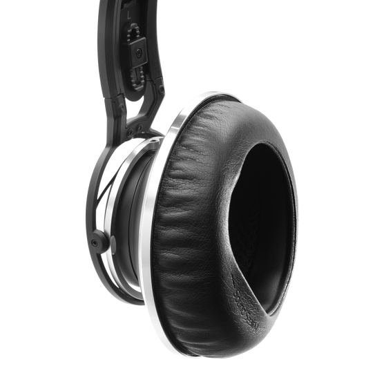 K872 - Black - Master reference closed-back headphones - Detailshot 1